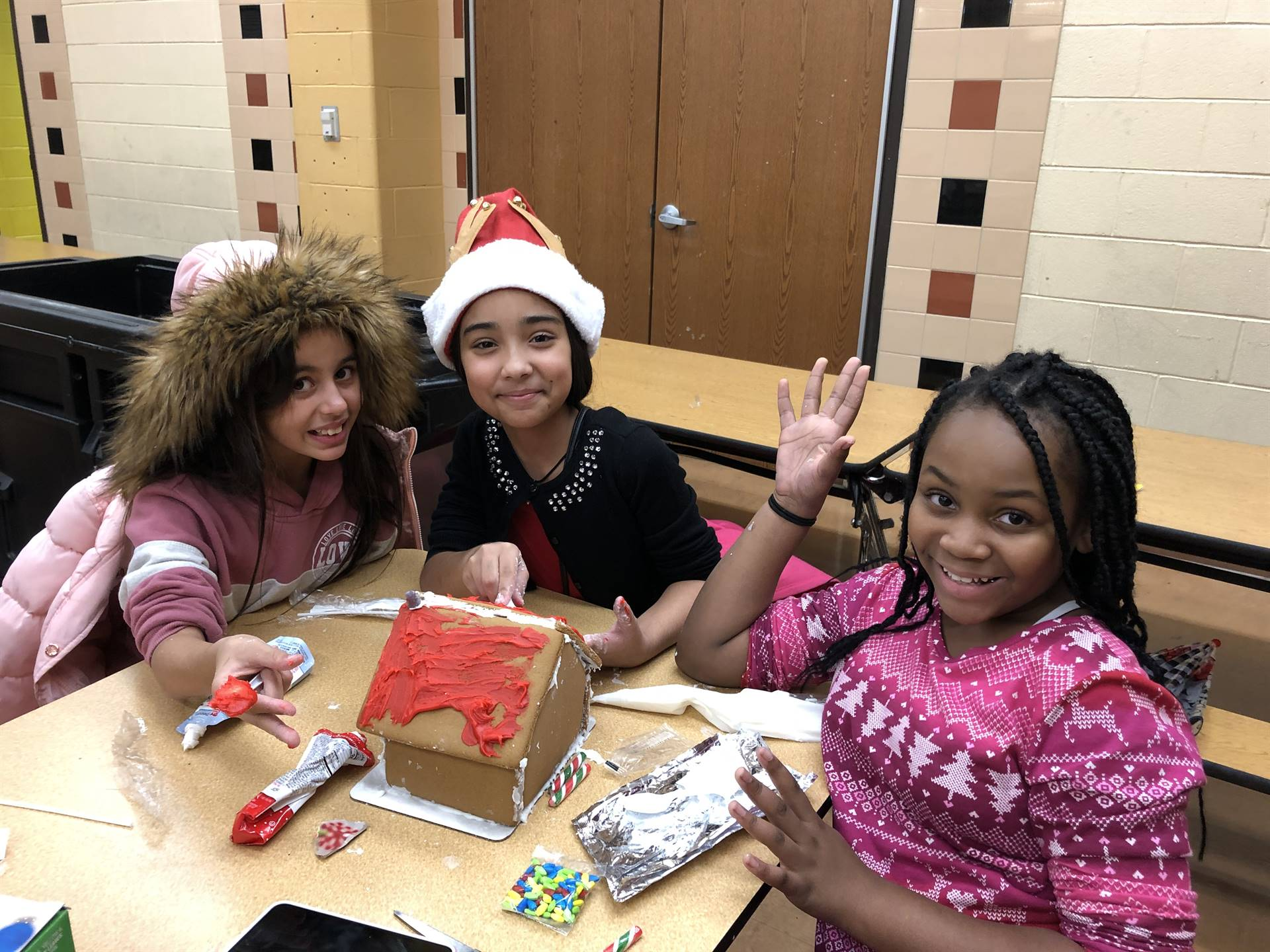 Chorus & Recorder Clubs build gingerbread houses